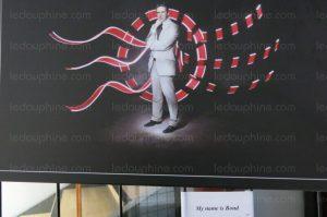 Mais à Pont de Claix il est présenté en James Bond à la Maison des Associations. C'est dire