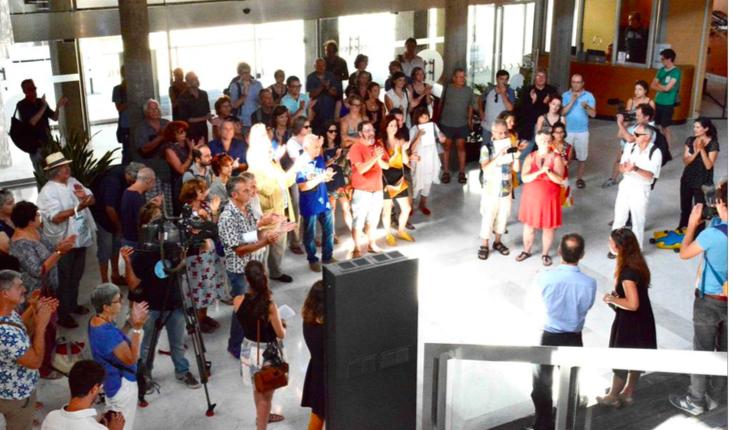 Une centaine d'acteurs culturels ont envahi l'hôtel de ville