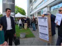 Lors de l'inauguration su siège de Grenoble Habitat Eric Piolle avait déjà été pris à partie sur les petits fours...