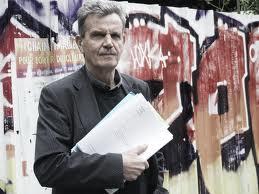 Raymond Avrillier (Verts/Ades) est le seul grenoblois a recevoir une gratification du Conseil municipal: tous les autres voient leurs crédits amputés