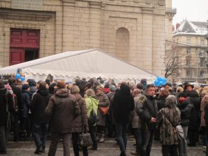 les musiciens du Louvre avaient manifesté devant St Louis: C.Bernard a appliqué les consignes et est demeurée sourde