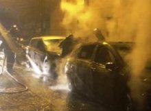 Les voitures brûlent rue des Bergers ( photo le DL)