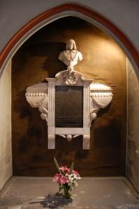 F Le mausolée de Bayard, église Saint André