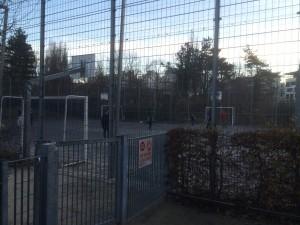 """Du fait de la bétonisation de la ville ( 12 00 logements entre Bonne et la rue Hoche) les enfants n'auront même pas de cour d'école: ce sera les terrains de basket .C'est la ville """" à hauteur d'enfant """" d'Eric Piolle ."""