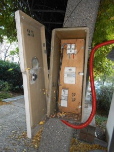 """A Hoche la municipalité Piolle annone que le """"plan lumière"""" permettrait de changer les armoires défaillantes depuis plus d'un an. Faudra t il la remercier de tant de sollicitude ? Il fallait un """"plan"""" ?"""
