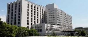 Il faudra attendre l'arrivée d'Alain Carignon à la mairie de Grenoble pour que le Dr Michallon soit honoré : le CHU devient hôpital Michallon