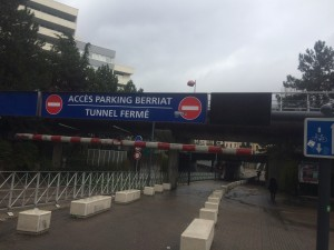Eric Piolle a fermé l'accès voiture au parking Denfert Rochereau créé par la municipalité Carignon depuis le cours Berriat. Il pourrait le rétablir au moins provisoirement pour seconder les commerçants en difficultés