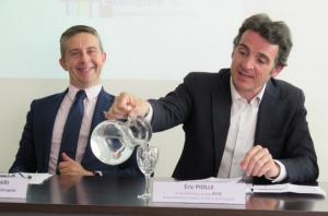 C.Ferrari (PS) et E.Piolle (Verts/PG) très heureux de leur coup: 750 000 €/an supplémentaire à la société privée qui fait des bénéfices...
