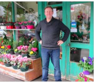 Serge Fleurs au cimetière St Roch menacé par la fermeture de l'entrée le dimanche