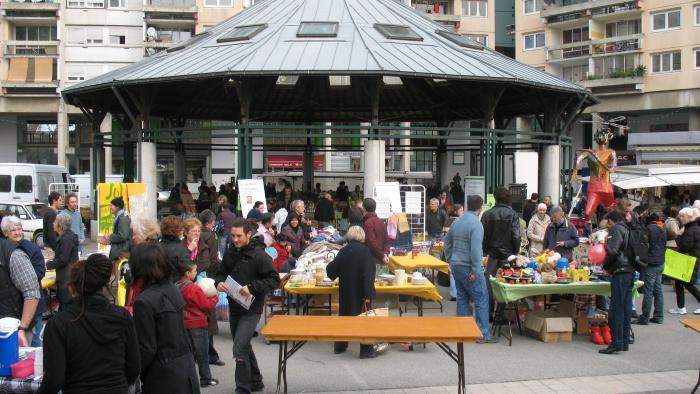 la municipalité Carignon installera la superbe halle du marché de l'Arlequin à Villeneuve qu'elle a trouvé à Orléans
