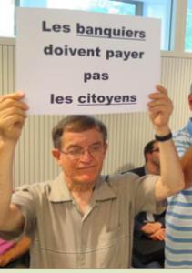 Gilles Kuntz ( extrême gauche) manifestant à la Métro contre les emprunts toxiques qu'il a voté...
