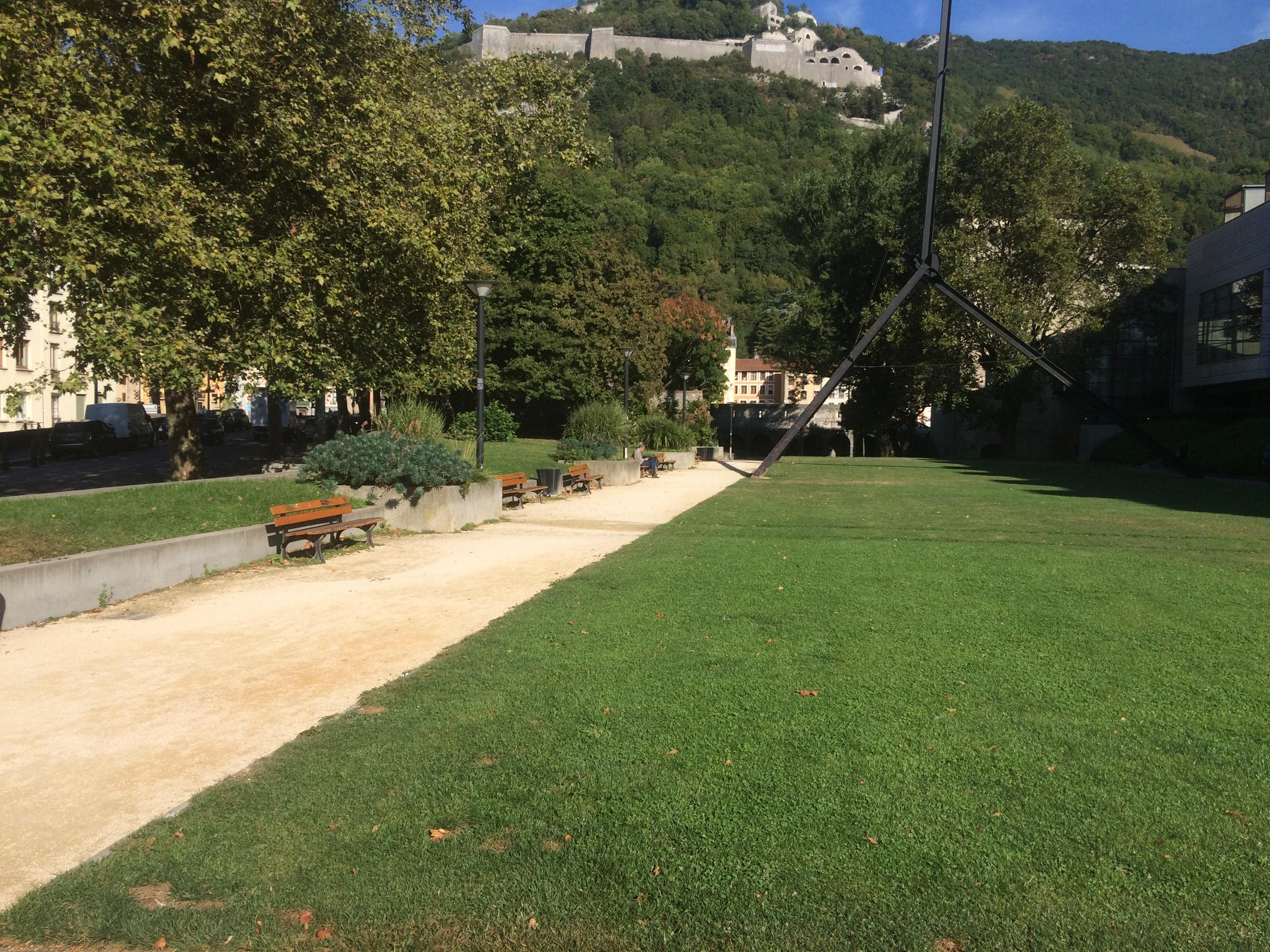 La municipalité Carignon créé la superbe Place Lavalette devant le Musée...