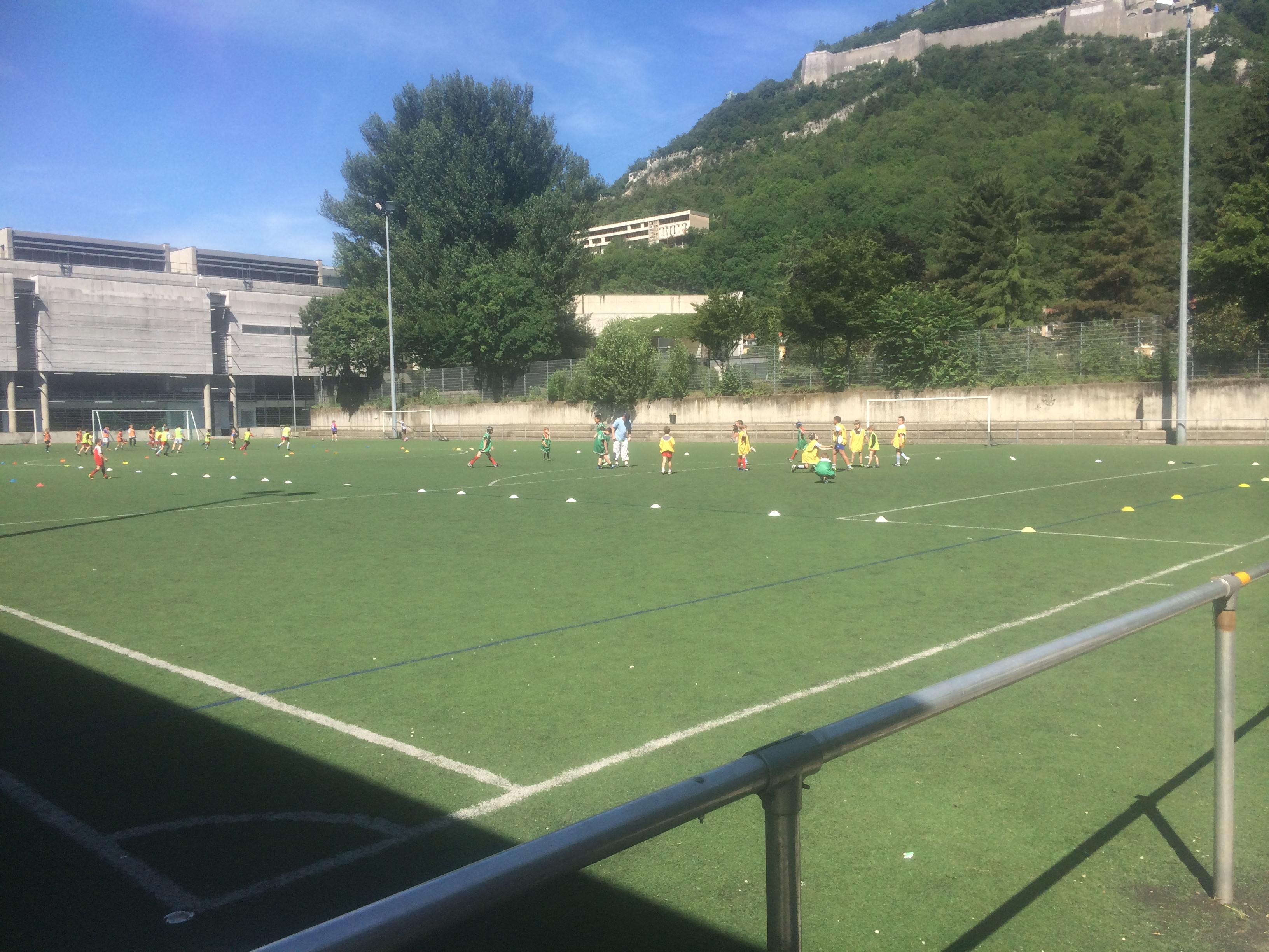 la municipalité Carignon rétablit un stade pour le quartier Ile Verte/Notre Dame derrière le Musée