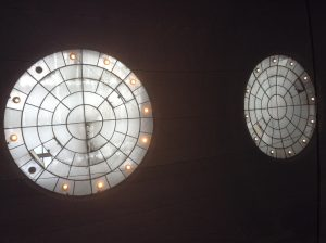 Il y a des bâches sur les bordures du toit de l'ancien Musée de peinture et les normes de sécurité ont limité le public: quand est il pour les voeux de E.Piolle?