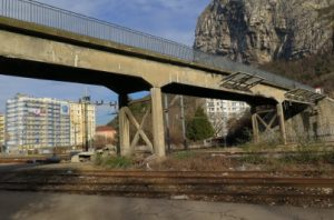 La piste cyclable tant 3,40 mètres il manquera 40 cm pour que les voitures se croient sur le futur pont Bergonzoli à St Martin le Vinoux!