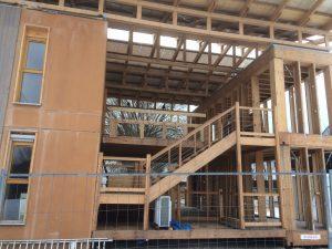 La nouvelle lubie des maisons en bois avec de larges coursives accessibles à tous !