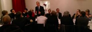 """Les diners-débat du """"Cercle des Citoyens"""": Alain Carignon introduisant le débat avec Loïc Roche ( à droite)"""